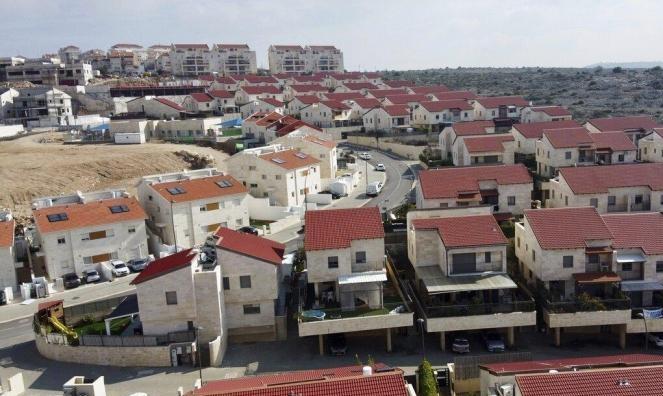 """عريقات يحذّر من """"أعمال عنف"""" في حال ضمّ أراض فلسطينية"""
