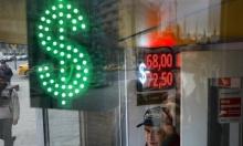الدولار يتراجع بعد الخفض المفاجئ للفائدة الأميركية