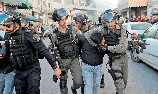 """الاحتلال يعتقل 12 فلسطينيا لتعقيمهم أحياء القدس و""""فتح"""" تُطالب """"الصحة العالمية"""" بالتدخل"""