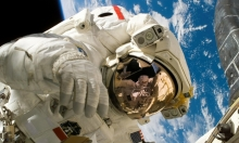 """""""ناسا"""" تطلق أول رحلة مأهولة لـ""""كرو دراغون"""" إلى الفضاء"""