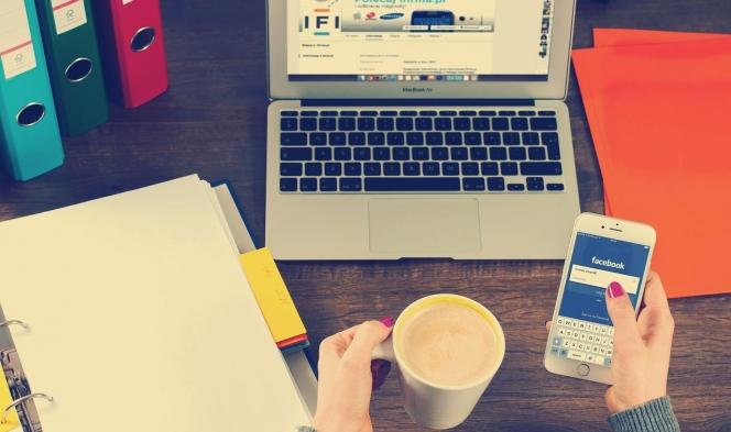 """""""فيسبوك"""" يواجه كورونا: زيادة الخوادم وتشديد على الأخبار الكاذبة"""