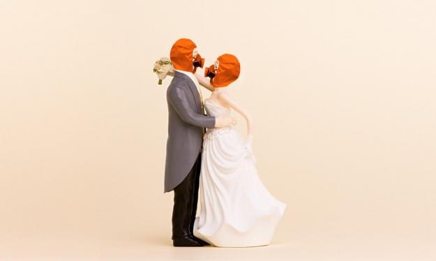 قرار استثنائي: زواج بالقفازات والكمامات في إيطاليا
