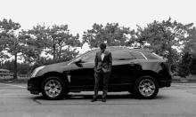 كاهن أميركي يقدم خدمة الاعتراف في موقف سيارات