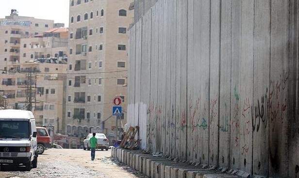 عزل 100 ألف فلسطيني: إسرائيل تدرس إغلاق حاجز شعفاط