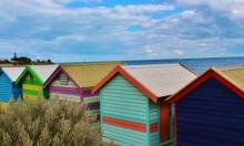 لوس أنجليس تعزل مشرديها في بيوت نقالة على شاطئ الهادئ