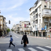 """بني براك """"منطقة محظورة"""": الشرطة تمنع التنقل سوى بحالات الضرورة"""