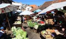 تجار مدغشقريون يروّجون الأعشاب الطبيعية كعلاج لكورونا
