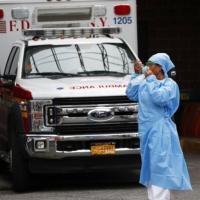 """وفيات كورونا بأميركا تزداد وواشنطن تحذر بكين من """"استغلال"""" الوباء لتعزيز نفوذها"""