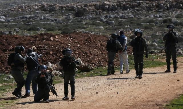 مداهمات واعتقالات بالضفة والقدس وتوغل عسكري بغزة