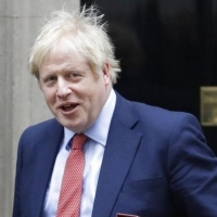 بريطانيا: جونسون يخرج من العناية المركزة والحكومة تبحث تمديد الحجر
