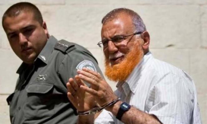 الاحتلال يعتقل 8 فلسطينيين بينهم أبو طير رغم الكورونا