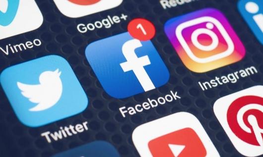 """""""فيسبوك"""" سيحذّر متداولي المعلومات المضللة حول كورونا"""