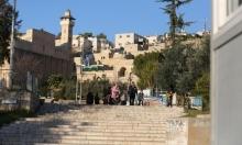 بعد مصادقة مندلبليت: المستوطنون يطالبون بمصادرة أراض بالحرم الإبراهيمي