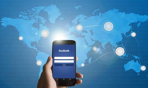 """""""فيسبوك"""": تعمل على تطوير استبيان لتعقّب أعراض كورونا"""
