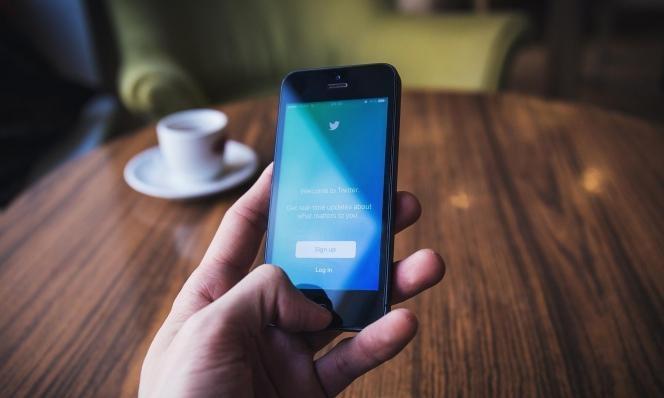 """""""تويتر"""" تحظر تغريدات عن """"مؤامرة"""" تربط شبكة 5G بفيروس كورونا"""