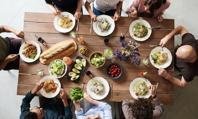 رغم كورونا: كيف نجتمع على مائدة الإفطار في رمضان؟