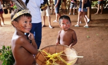 مشاهير وصحافيون يطالبون بولسنارو حماية الشعوب الأصلية بالأمازون