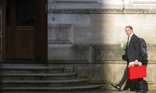 بريطانيا: 6 ملايين بالبطالة الجزئية.. وانطلاق المحادثات التجارية مع أميركا
