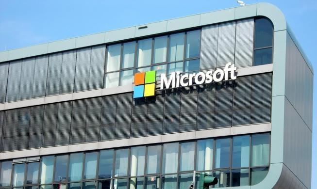 """""""مايكروسوفت"""": مكافأة قيّمة لمن يخترق أحد أنظمتها"""