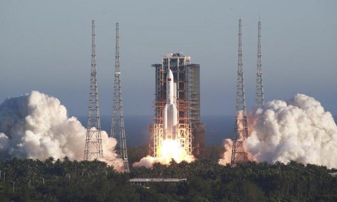 المركبة الفضائية الصينية الجديدة تعود إلى الأرض بنجاح