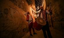 غزة: جائحة كورونا لم تخرس المسحراتي.. الطبول لا تزال تقرع