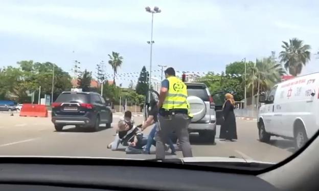 """عامل اجتماعي في """"تل هشومير"""": لم يتحرك أحد لأن الضحية عربي"""