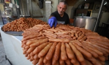 قطاع صناعة الحلويات الفلسطينية في مدينة نابلس ينتعش مجددًا