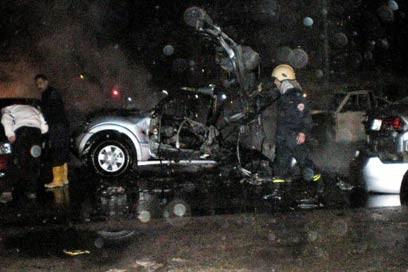 السيارة التي وضعت فيها القنبلة (أ ف ب)