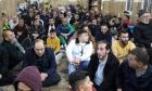تجاهُل الحظر في الضفة وحشوديؤدون صلاة العيد