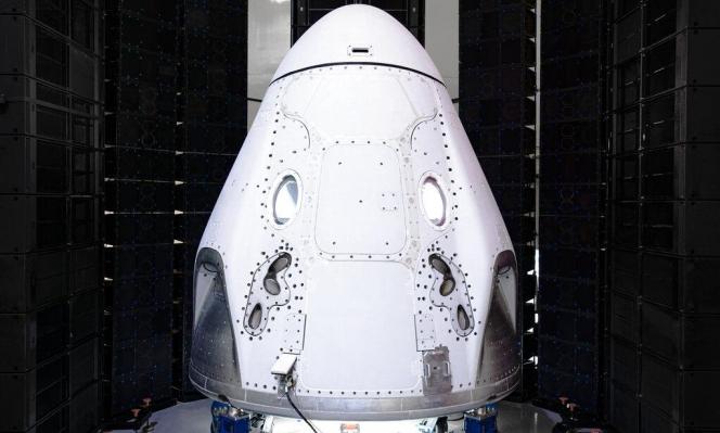 """""""سبيس إكس"""" تستعد لدخول التاريخ عبر إرسال رواد إلى الفضاء"""