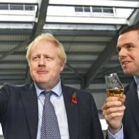 بريطانيا تدفع أول ضريبة سياسية على إدارة أزمة كورونا