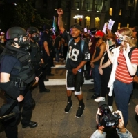 ترامب يحرّض الأجهزة الأمنية مباشرةً على قتل المتظاهرين