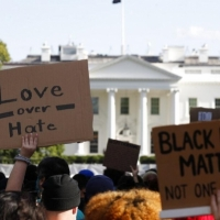 واشنطن: اشتباكات ليلية عنيفة مع الشرطة رغم حظر التجول