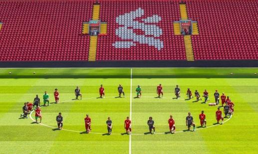 نادي ليفربول يتضامن مع فلويد