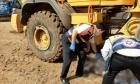 مصرع عامل دهسا في ورشة بناء وسط البلاد