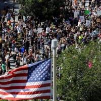 احتجاجات أميركا: قمع تظاهرات البيت الأبيض وترامب يستعين بالجيش