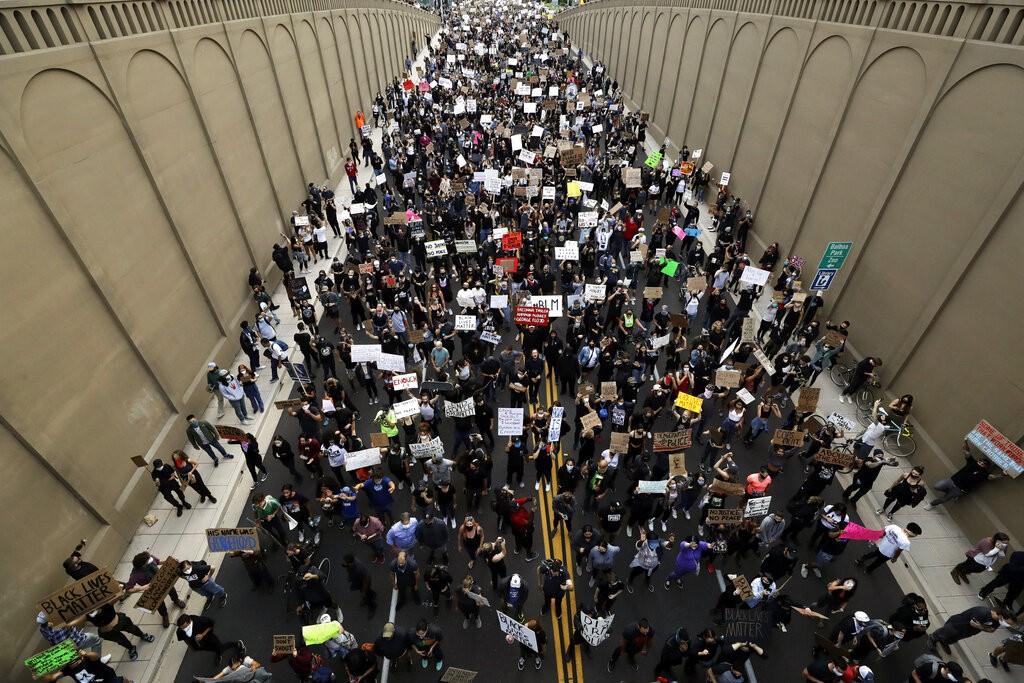 من التظاهرات الحاشدة في الولايات المتحدة (أ ب)