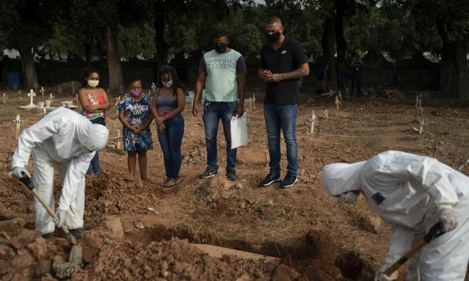 """اتهامات للحكومة البرازيلية بـ""""إخفاء"""" الوفيات الناجمة عن كورونا"""