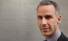 أميركا: استقالة رئيس تحرير مجلة بعد تنكره ببشرة سمراء