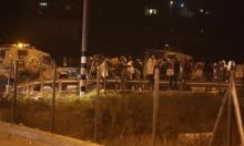 الخليل: المستوطنون يعتدون على شاب ويخرّبون ممتلكات
