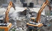 الاحتلال يهدم عمارة سكنية وأربعة محلات تجارية في شعفاط