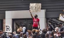"""احتجاجات أميركا؛ تشريح جثة بروكس يؤكد مقتله برصاصتين بالظهر وعبارة """"حياة السود مهمة"""" تغضب ترامب"""