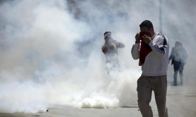 إصابات بالاختناق بمواجهات مع الاحتلال بأبو ديس وإغلاق شارعبين نابلس وجنين