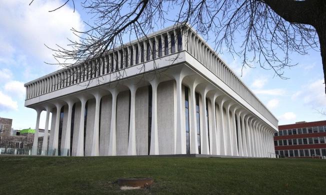 جامعة برينستون تزيل اسم رئيس أميركي سابق لدعمه العنصرية