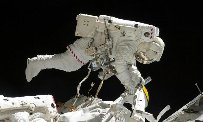 الحياة على الأرض دليل سطحي لوجود حضارة فضائية
