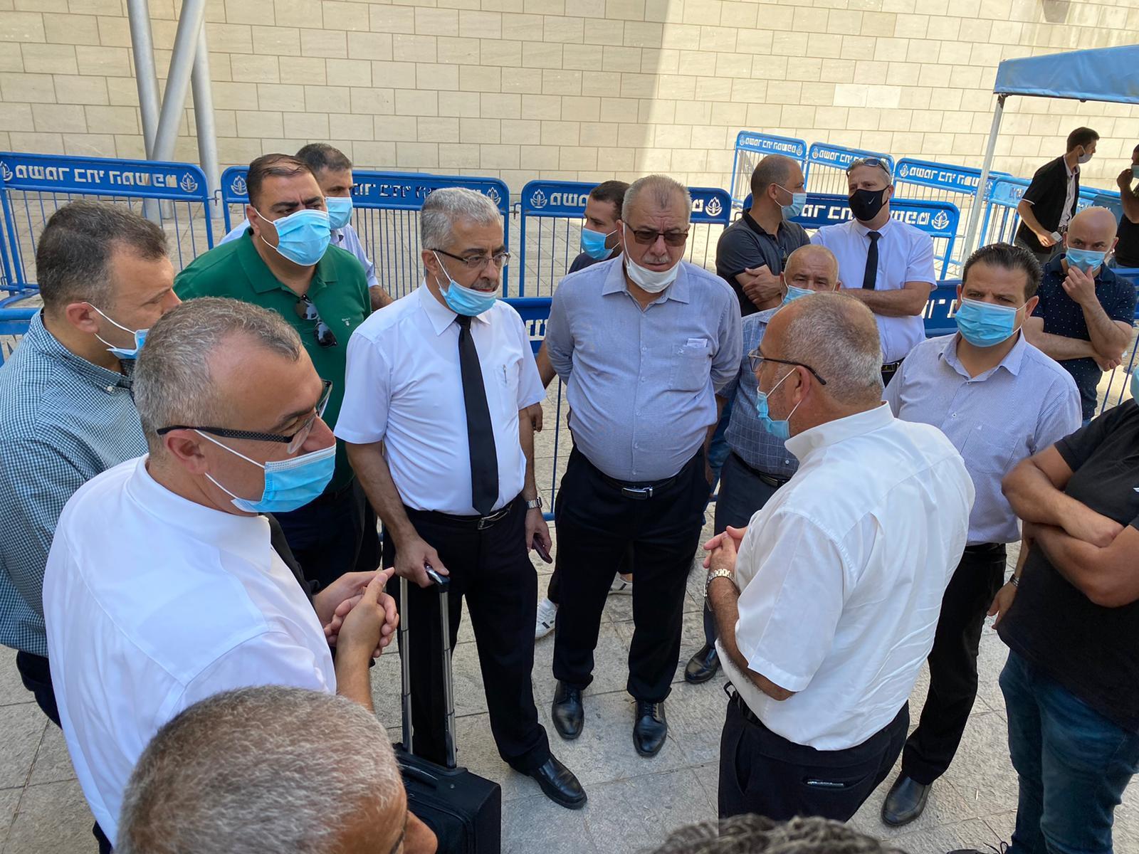 وقفة احتجاجية أثناء بحث المحكمة في حيفا هدم منزل بنحف