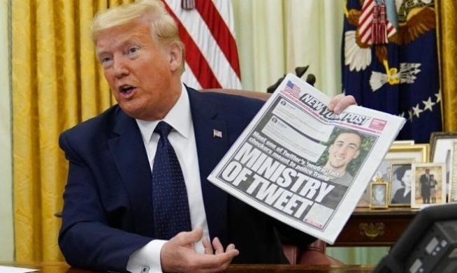 """شكوى تدفع """"تويتر"""" لحذف صورة غردها ترامب"""