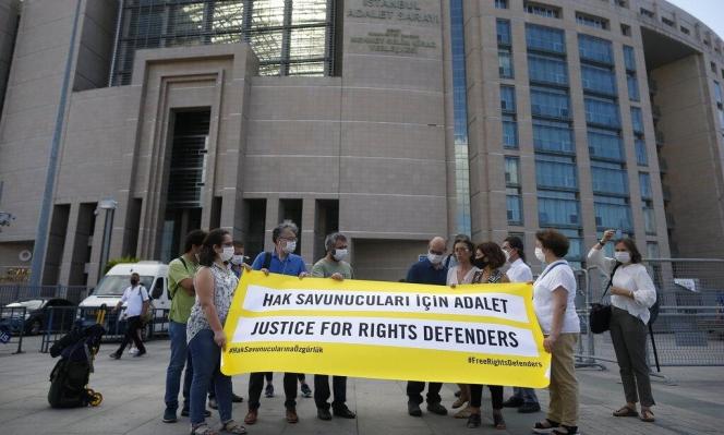 تركيا: أحكام بالسجن على مسؤولَين سابقين في منظمة العفو الدولية
