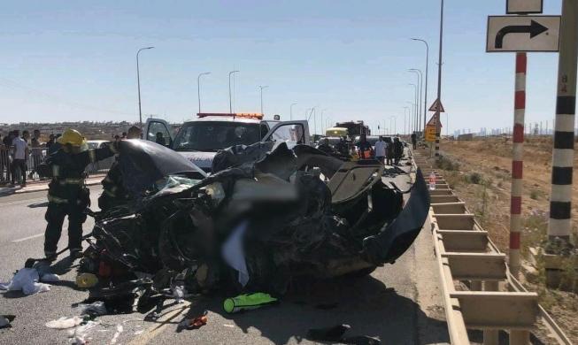 مصرع مسن وإصابة 5 آخرين في حادثي طرق بالنقب