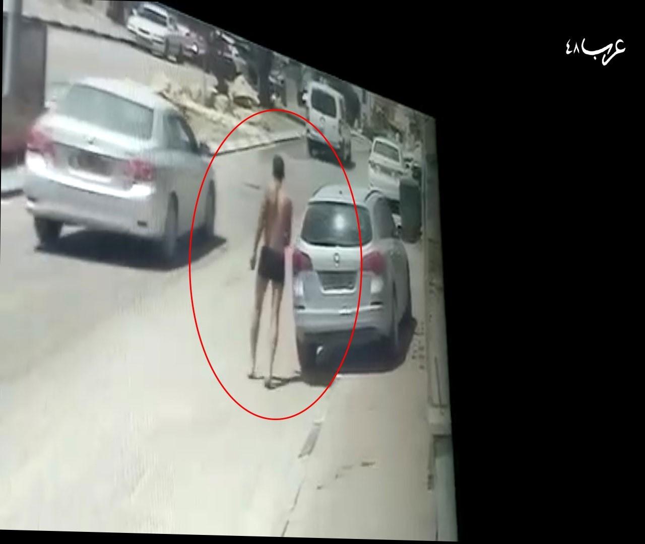 يركض في الشارع عاريا بعد القتل (تصوير شاشة)